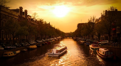 canal-cruiser-in-amsterda