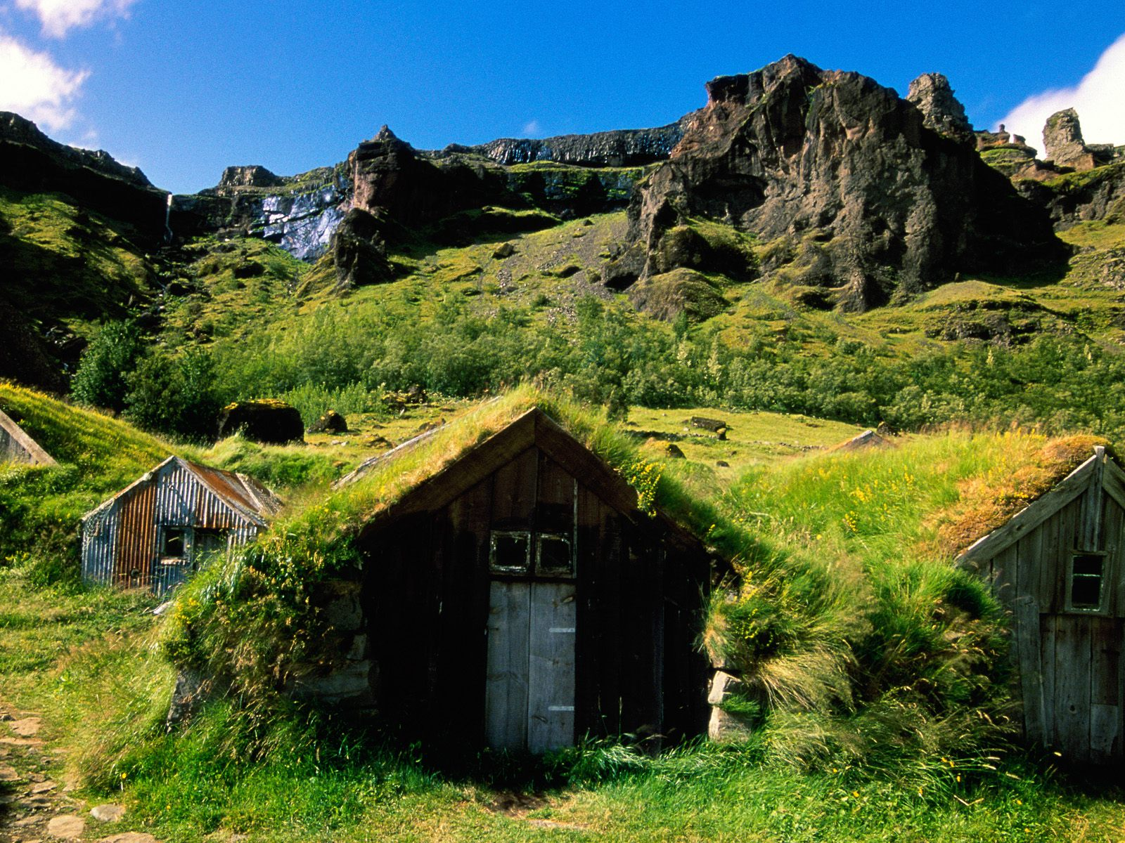Iceland impeccable beauty of nature i love travelling - Casas en islandia ...
