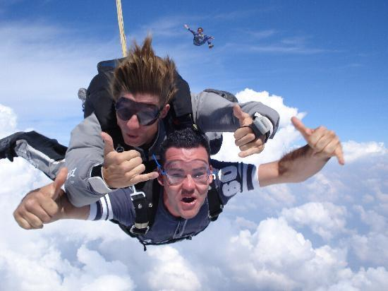 Sky diving - ilovetravelingandexploring